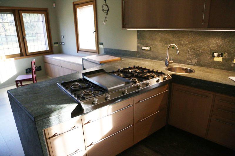 Top cucina granito awesome nelluottica with top cucina granito awesome cucina con piano di - Top cucina pietra naturale ...