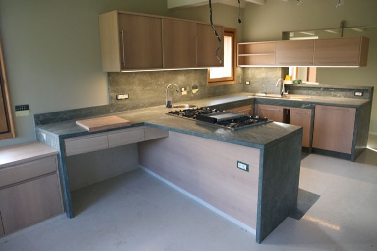 Top cucina in marmo bologna graniti e marmi roncato - Marmo piano cucina ...